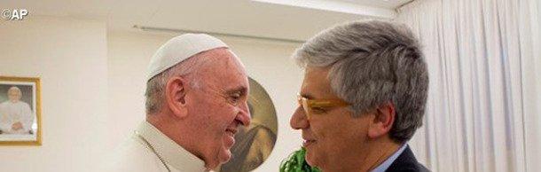 """""""In viaggio"""", Papa Francesco raccontato da Andrea Tornielli"""